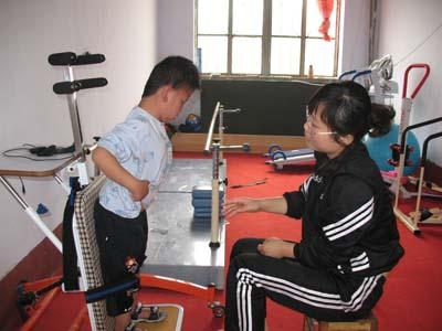 脑瘫儿童的康复训练(图)